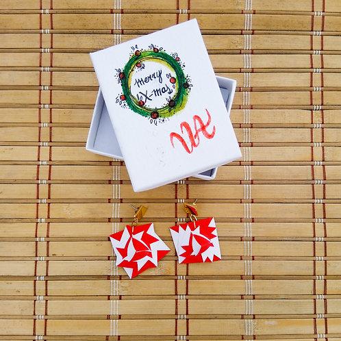 Aretes de origami rojo y blanco montado en acero