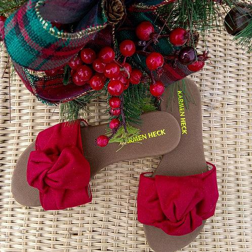 Sandalias hechas a base de telares de colores llamativos