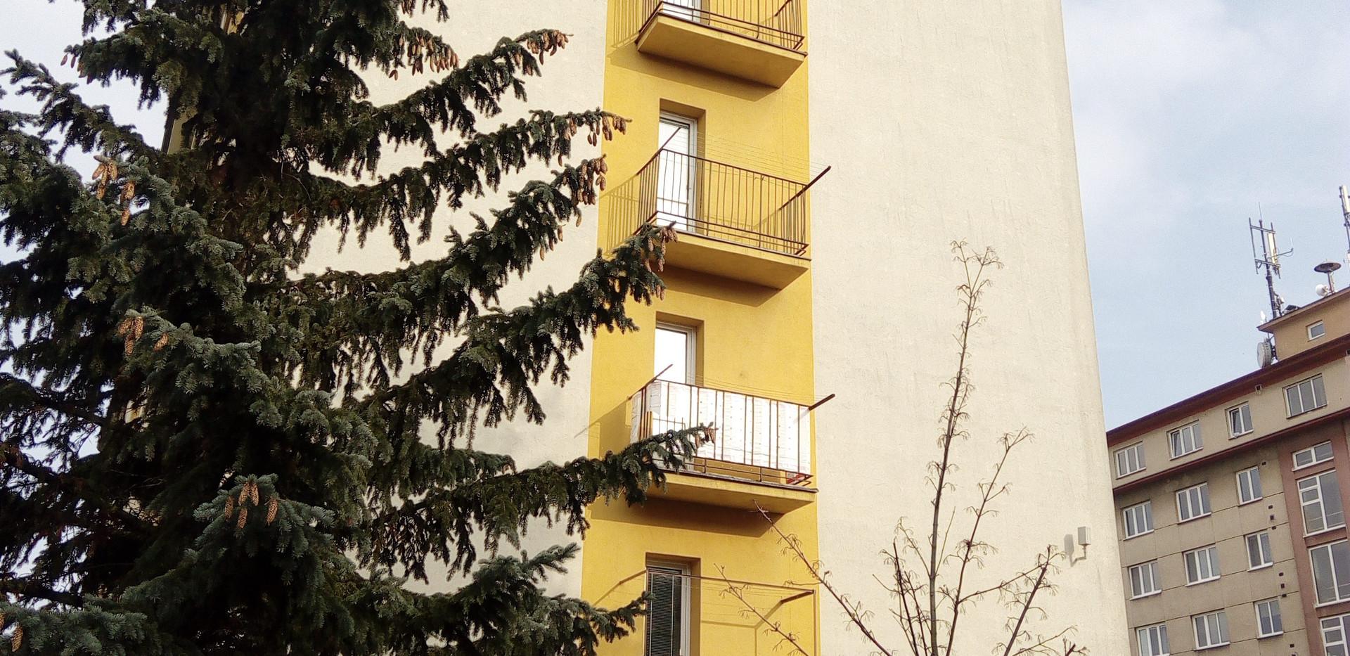 Nahrazení stávajících balkónů novými moderními zavěšenými balkóny od firmy Ocelové konstrukce s. r. o.