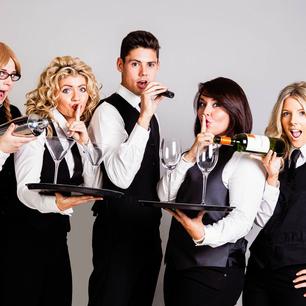 Syngende servitører