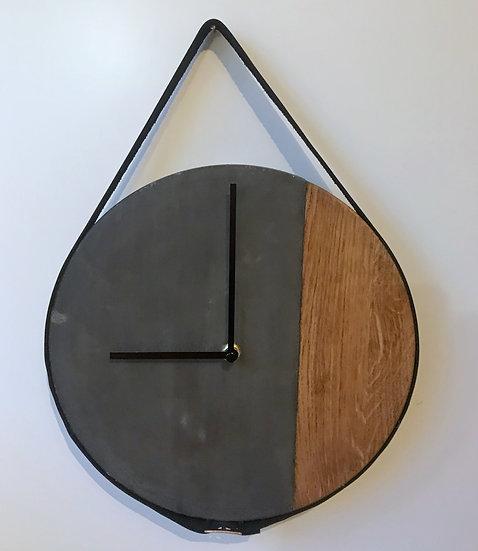 Zeit trifft schwarzen Beton & Eiche