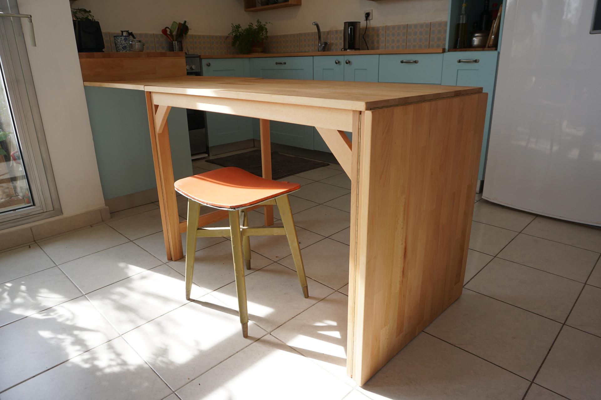 שולחן אוכל מתקפל עשוי מעץ בוק