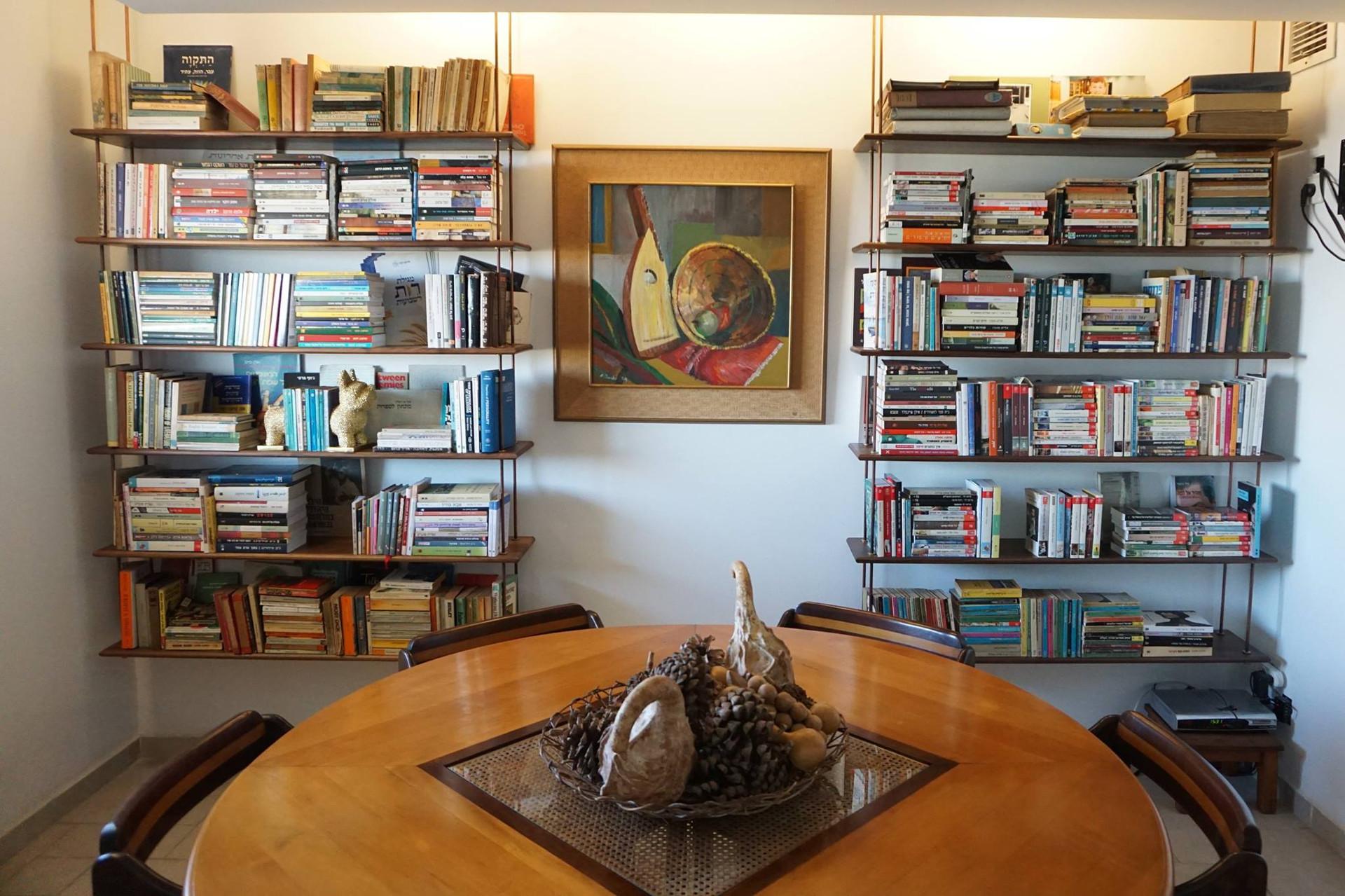 ספריות מעץ אגוז אמריקאי