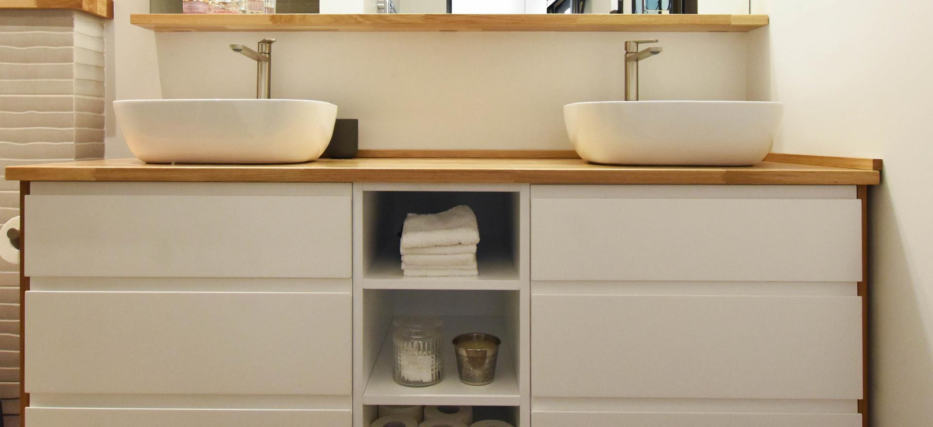 ארונית אמבטיה לבנה חתוך.jpg