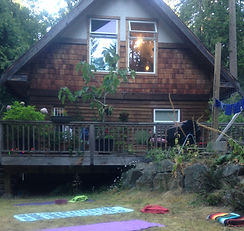 Mermaid's Rest Guesthouse Backyard Yoga