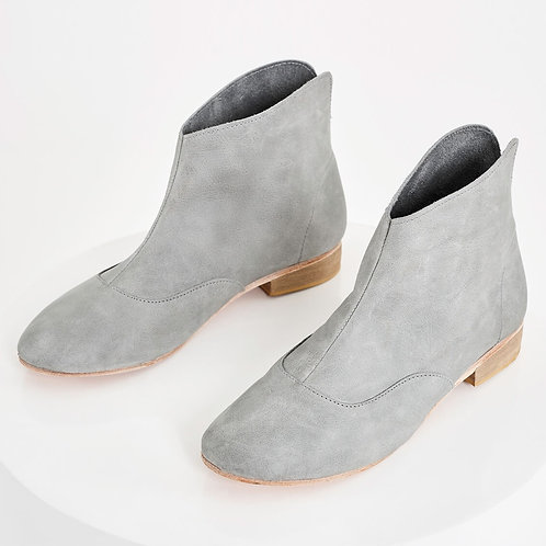 Nike leather boots in grey