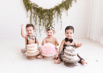 Calgary Cake Smash Photographer - Meagan