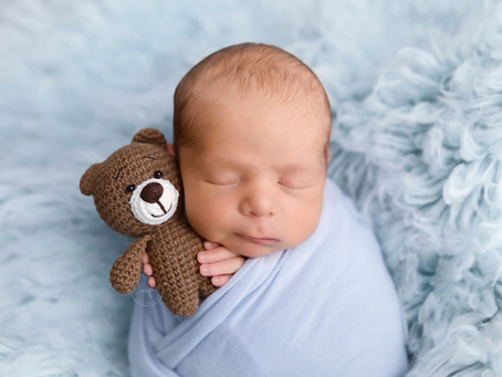 AGE MATTERS - When to Book a Newborn Photographer