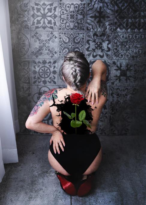 Boudoir Photographer - Meagan Paige PHot