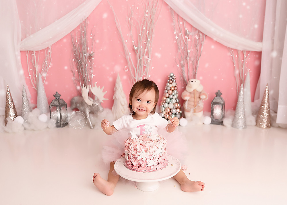 Winter Wonderland Cake Smash - Meagan Paige Photography - Calgary Photographer