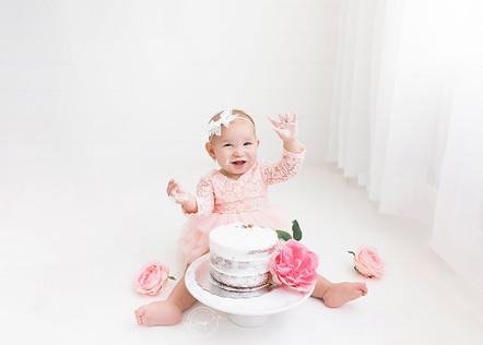 Calgary+Cake+Smash+Photographer+-+Meagan