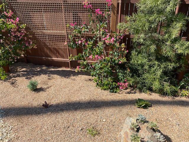 Garden with top dressing