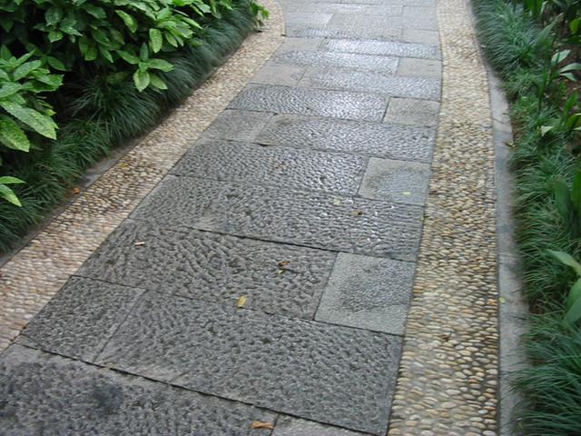 Cobble paving