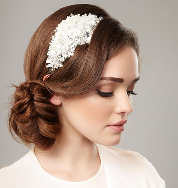 bridal_hairstyles_for_your_wedding_dress