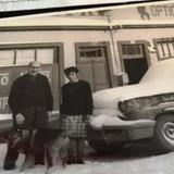 Walter Hamburger frente a Foto-Optica Mi