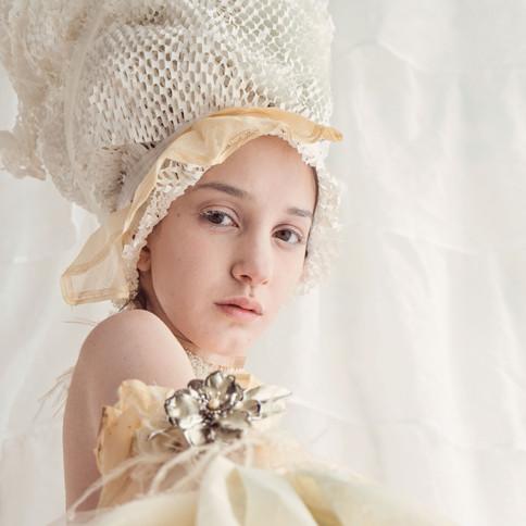Cream (Olivia Villalobos)