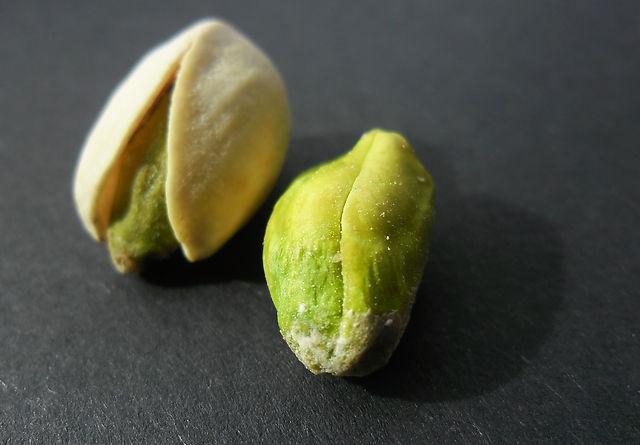 nuts-4161025_1920.jpg