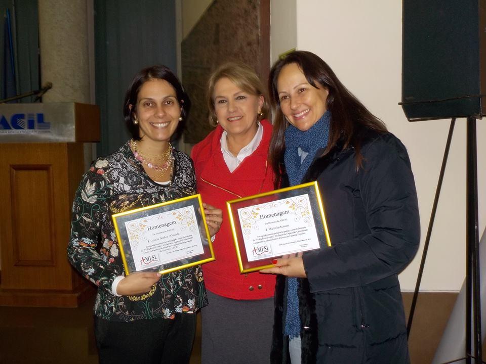 Dra. Letícia acompanha de Neiva Rieffel e Marcela Acauan.