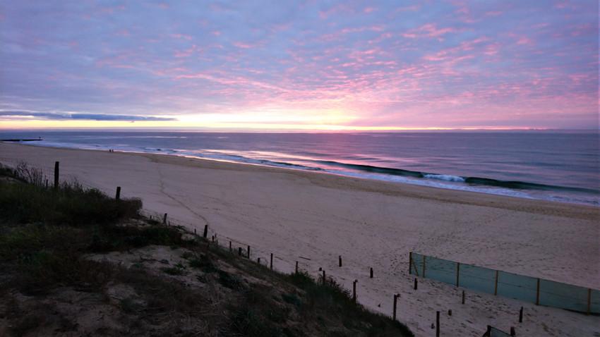 coucher de soleil sur mer calme
