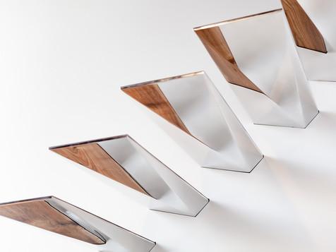 Ступени выполнены из массива ореха и полированного алюминиевого сплава