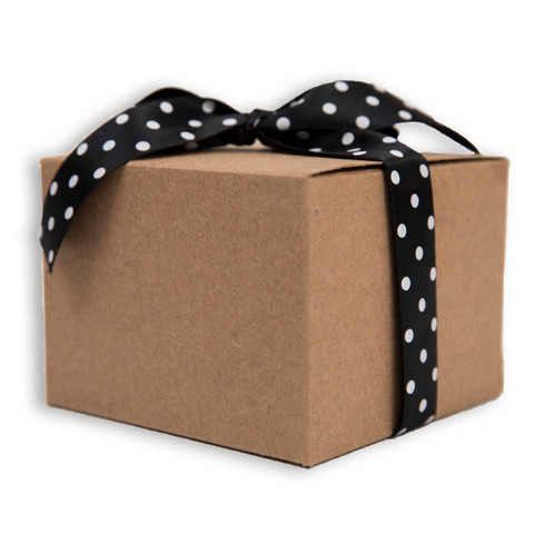 Sister bees gift boxes grab a cute sister bees gift box to give to a friend or to just treat yourself each box contains one 2oz sister bee product and two tubes of lip solutioingenieria Images
