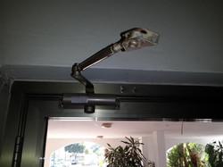 תיקון מחזיר שמן לדלת כניסה