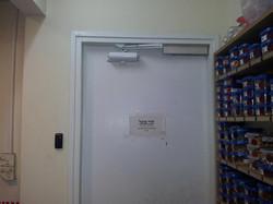 פתיחת דלת באמצעות כרטיס קרבה