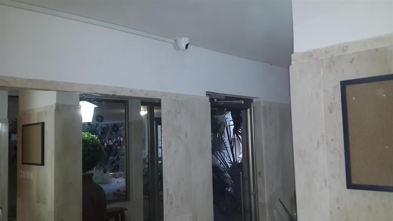 מצלמות אבטחה לבניין