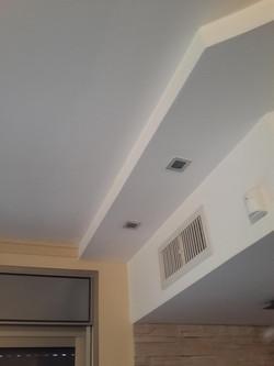 התקנת ספוטים מרובעים בהנמכת תקרה