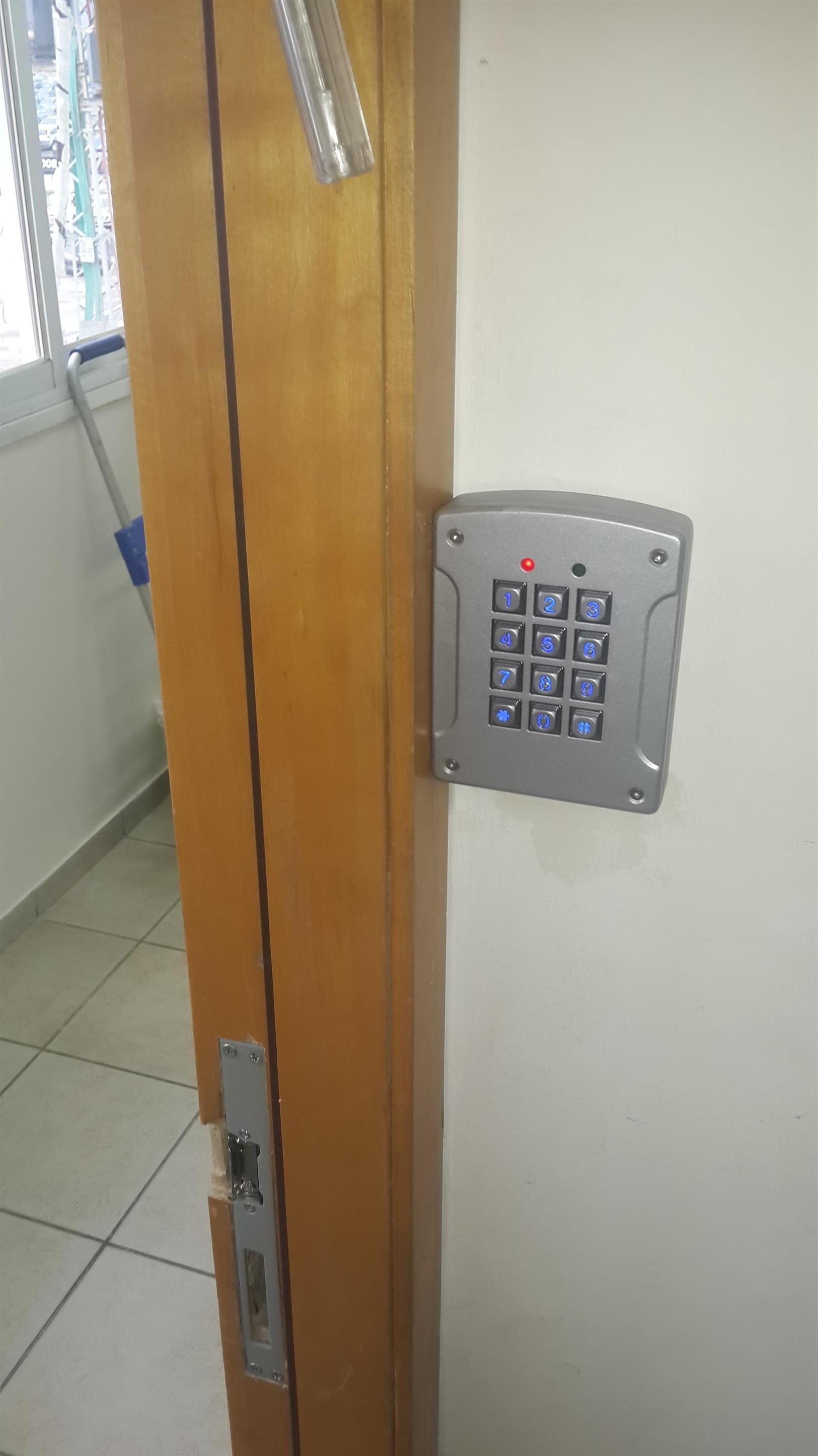לאחר התקנת מנעול חשמלי במשקוף הדלת