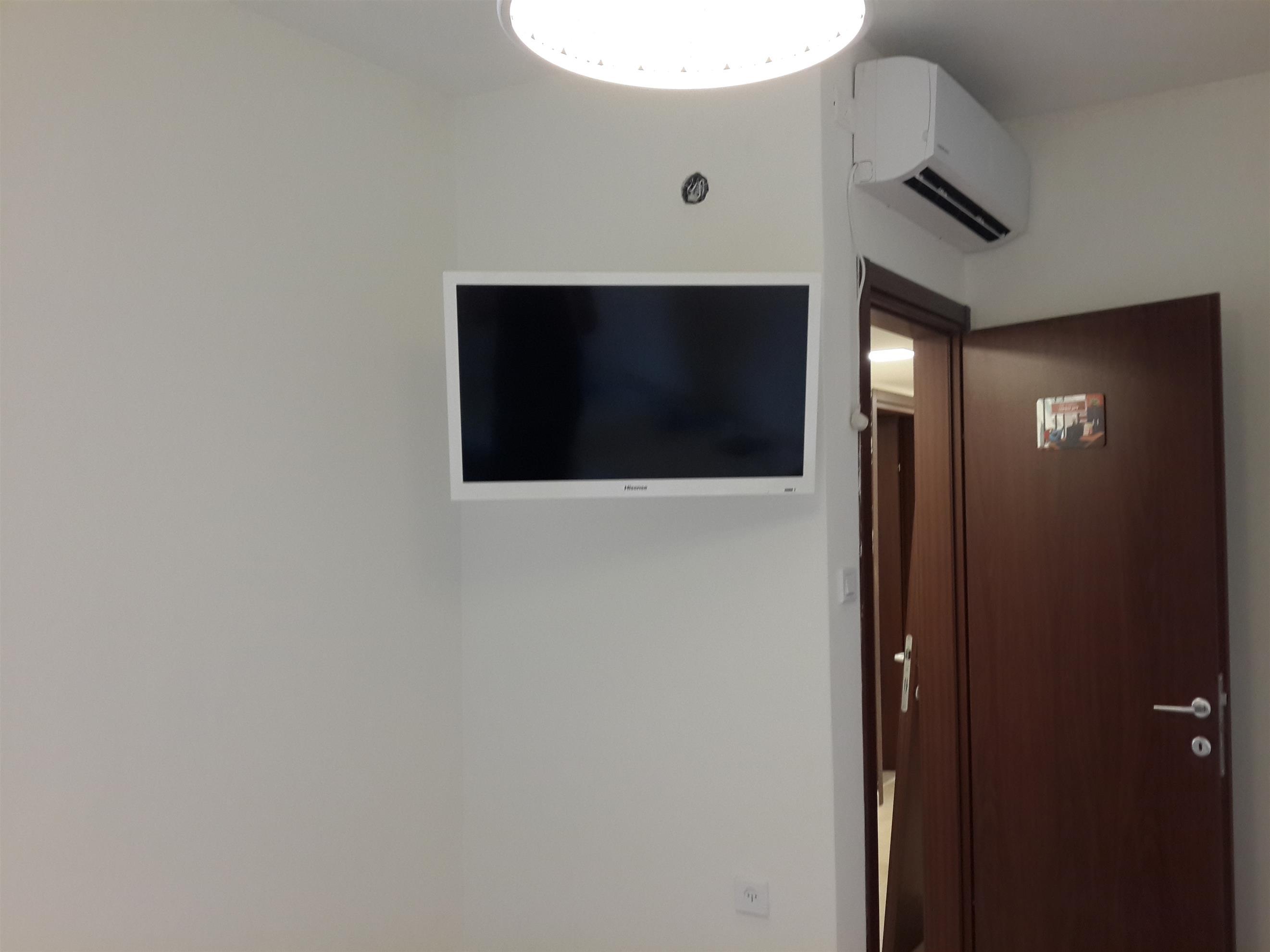התקנת מסך בחדר