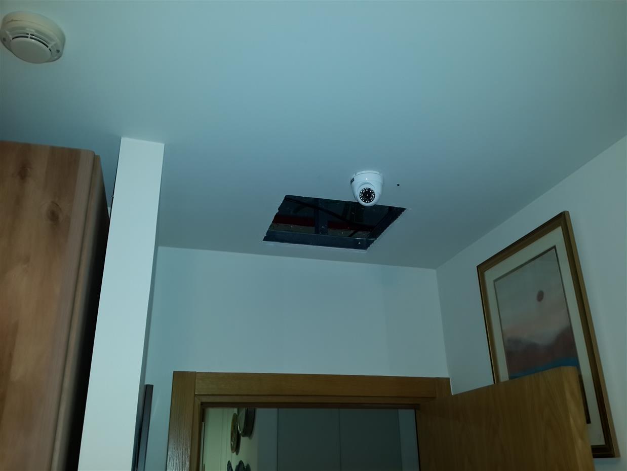 טכנאי מצלמות אבטחה