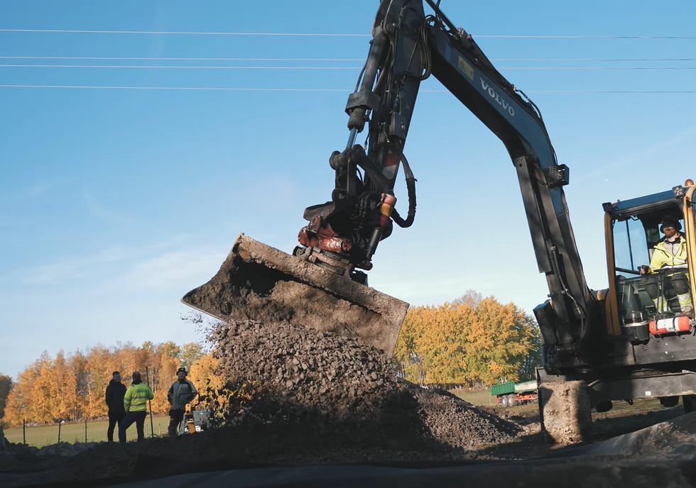 Schaktning inför byggnation av paddock 1125m2