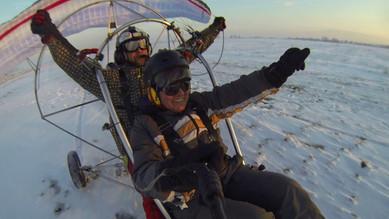 Тандемен полет с моторен парапланер. Зимно летене