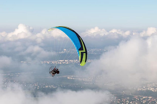 курс по парапланеризъм моторно летене.jp