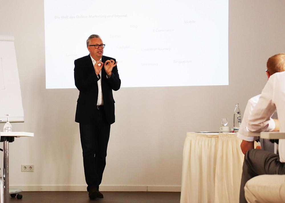 Dozent: Heiko Mehnert im Online Marketing Seminar der brand campus Marketing-Seminar