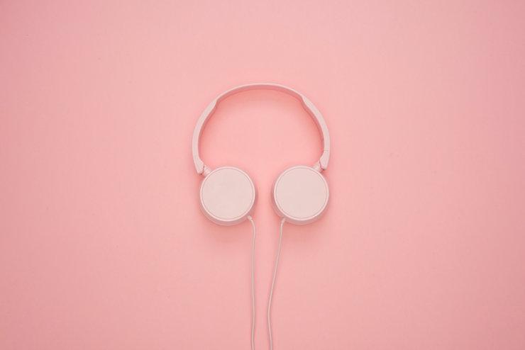 white-headphones-1037999.jpg