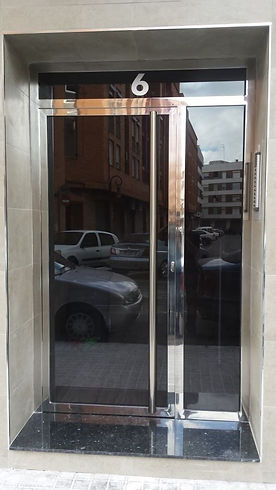 puerta-patio-acero-inox-pulido.jpg