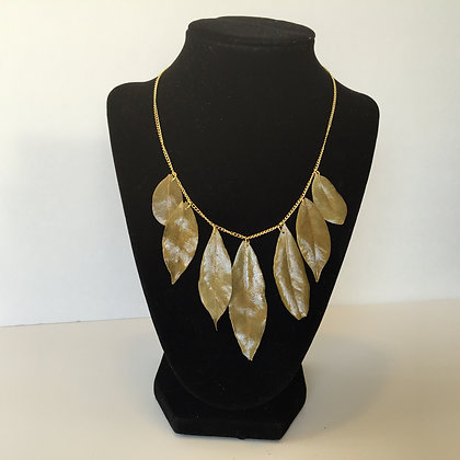 Bay leaves necklace