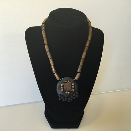 Peppered cinnamon necklace