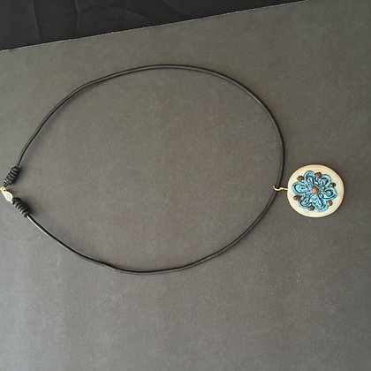 Creame blue pepper necklace