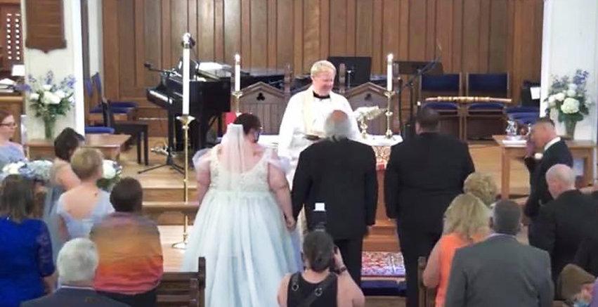 GraceChurch Wedding KathyBartus Daughter AndreaJoy AltarGroup 1005 x 516.jpg
