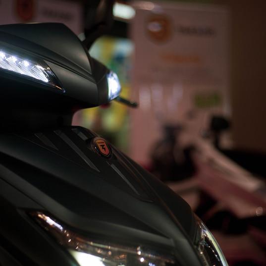 E-sporty scooter électrique phares Led