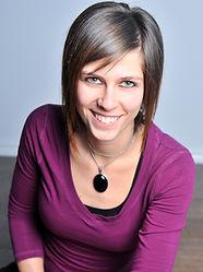stéphanie cormier professeure de Hatha Yoga, propriétaire du Studio Abhyasa Yoga. studio yoga sherbrooke au 3120 chemin de north hatley