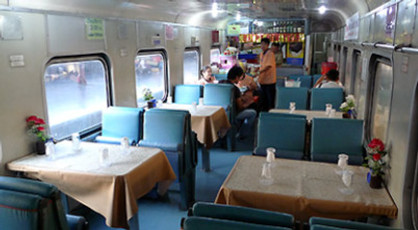 Thailand-train-restaurant-c