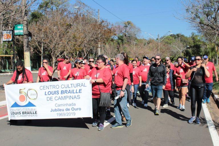 Camisetas Brumas Confecção Premium, apoiando o Centro Cultural Louis Braille