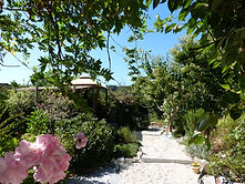 Blick von der Terrasse in den Garten.JPG