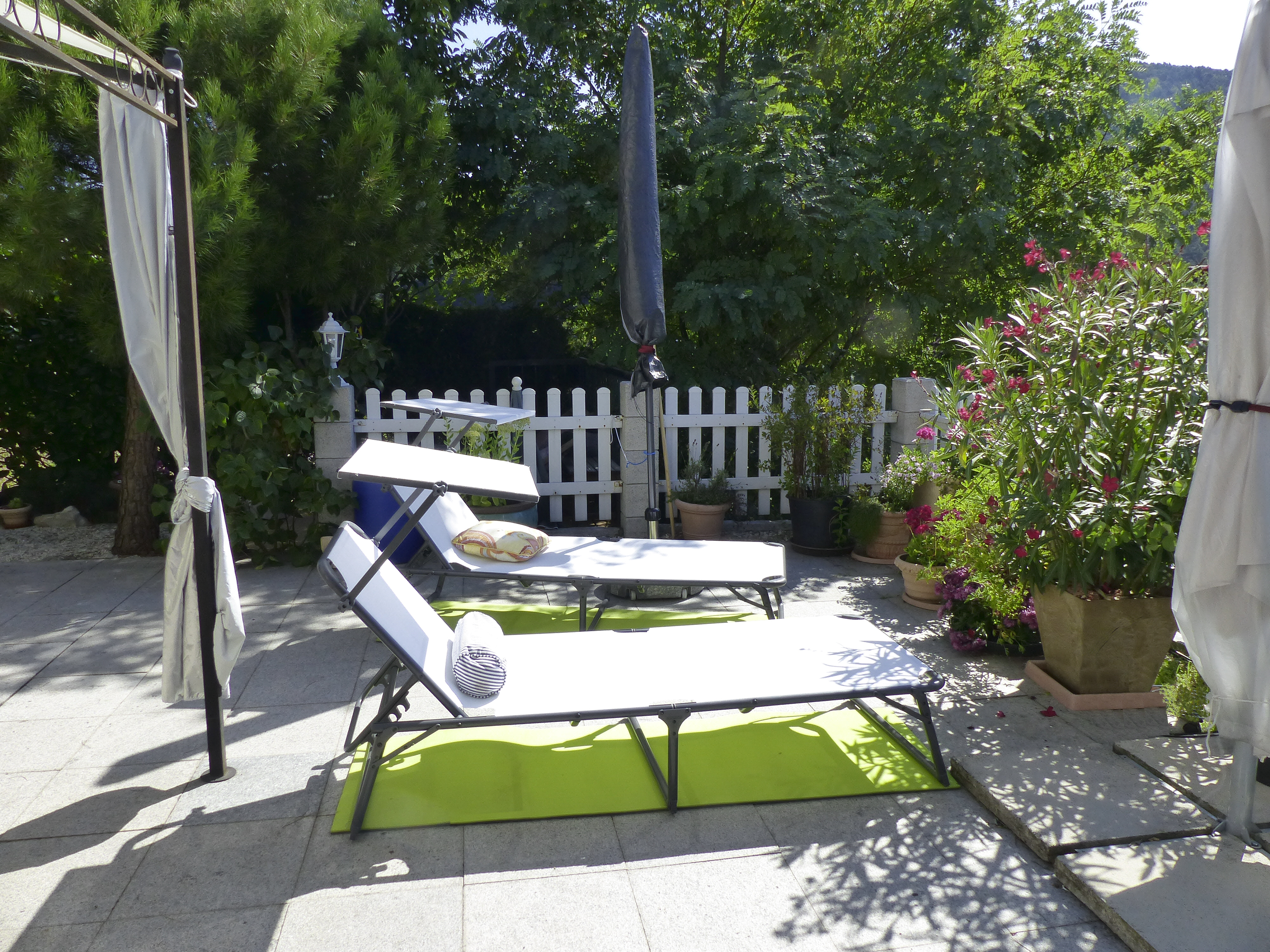 terrasse-liegen-heller