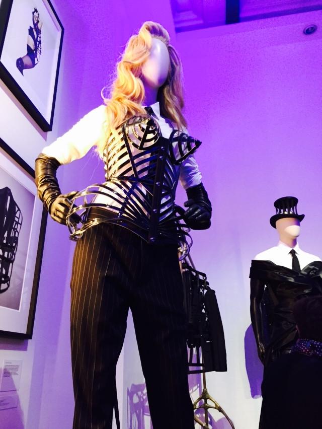 誰會不記得瑪丹娜的尖椎胸罩?