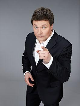 Сангаджи Тарбаев Сценарист, телеведущий, актёр, продюсер. Чемпион Высшей лиги КВН, капитан команды РУДН.